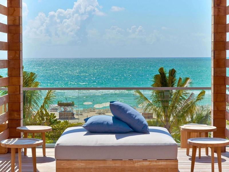 Profitez d'une vue infinie sur l'océan, depuis le 1 Hotel South Beach
