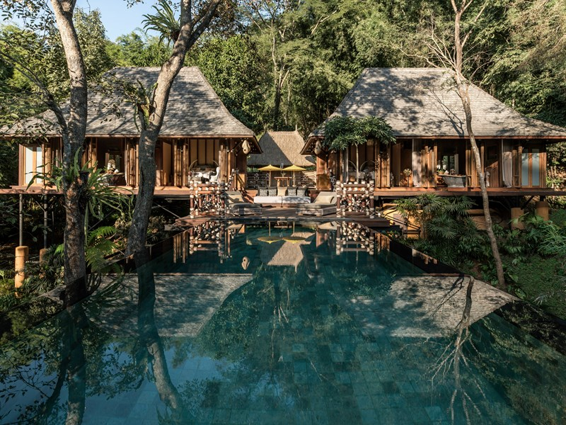 La superbe piscine de la villa