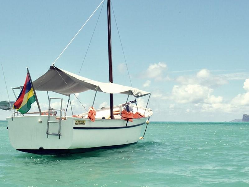 Naviguez sur les eaux claires de l'océan au 20 Degrés Sud
