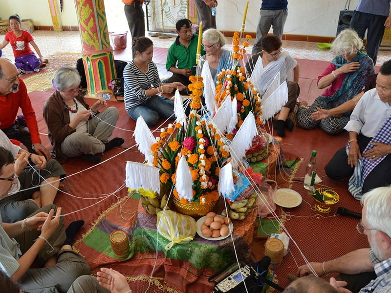 Le Baci; Une cérémonie typiquement laotienne de rappel des âmes