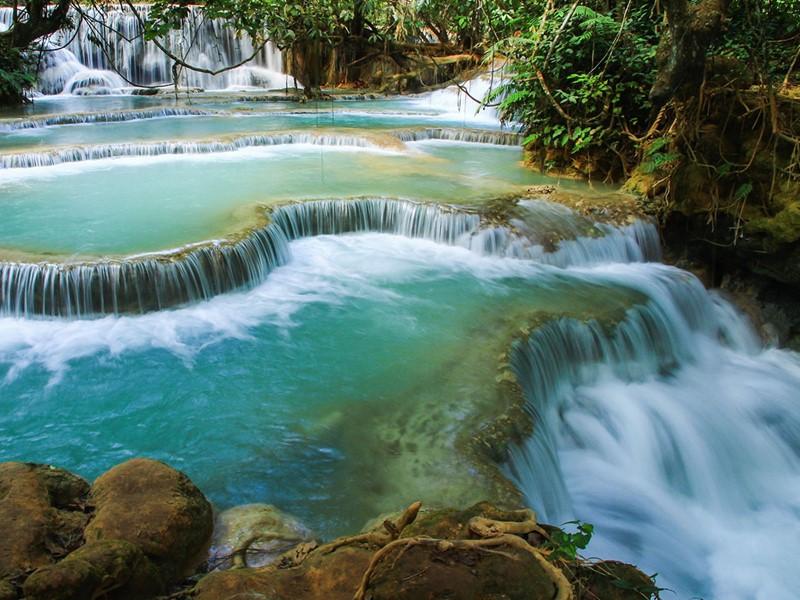 Profitez d'un spectacle de toute beauté aux chutes de Kuang Si