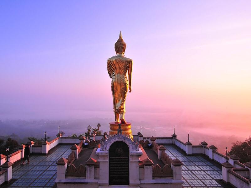 Profitez d'une vue panoramique à couper le souffre au Wat Phra That Khao Noi