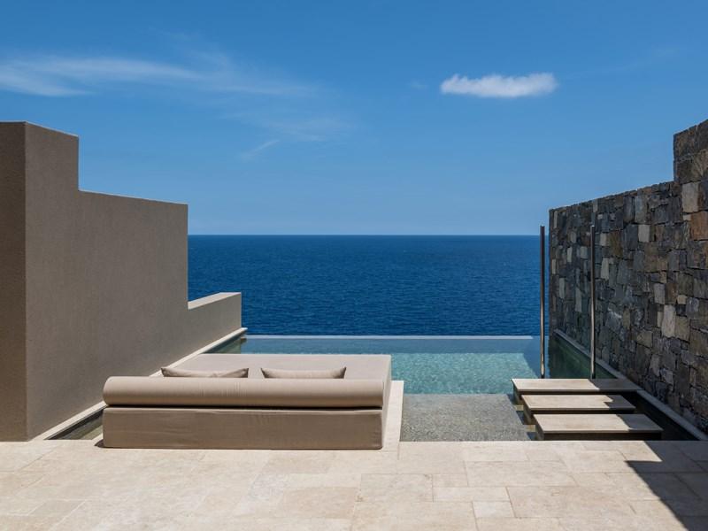 La piscine à débordement de la Wave Suite