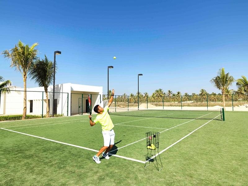 Le court de tennis de l'hôtel Al Baleed Resort à Oman