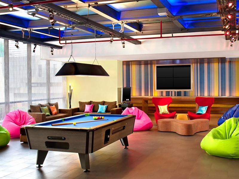Le lounge de l'Aloft Bangkok en Thailande