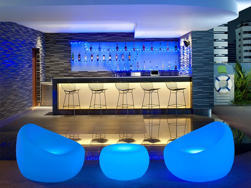 Le Splash bar de l'hôtel Aloft Bangkok en Thailande