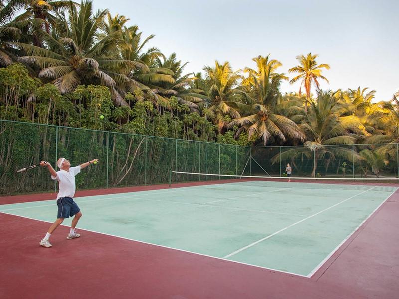 Le court de tennis de l'hôtel Alphonse Island