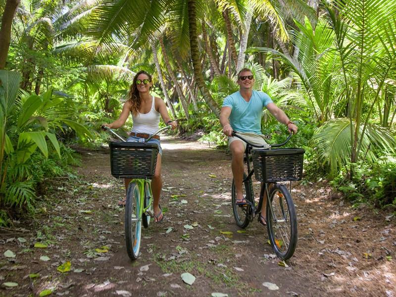 Balade à vélo à l'hôtel Alphonse Island aux Seychelles