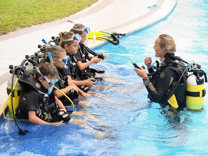 Cours de plongée pour les petits à l'Alphonse Island