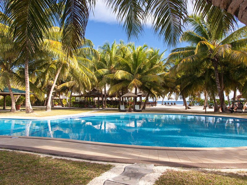 La piscine de l'hôtel Alphonse Island aux Seychelles