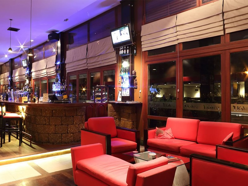 Le restaurant Kwest de l'hôtel 4 étoiles Amanjaya Pancam Suite au Cambodge