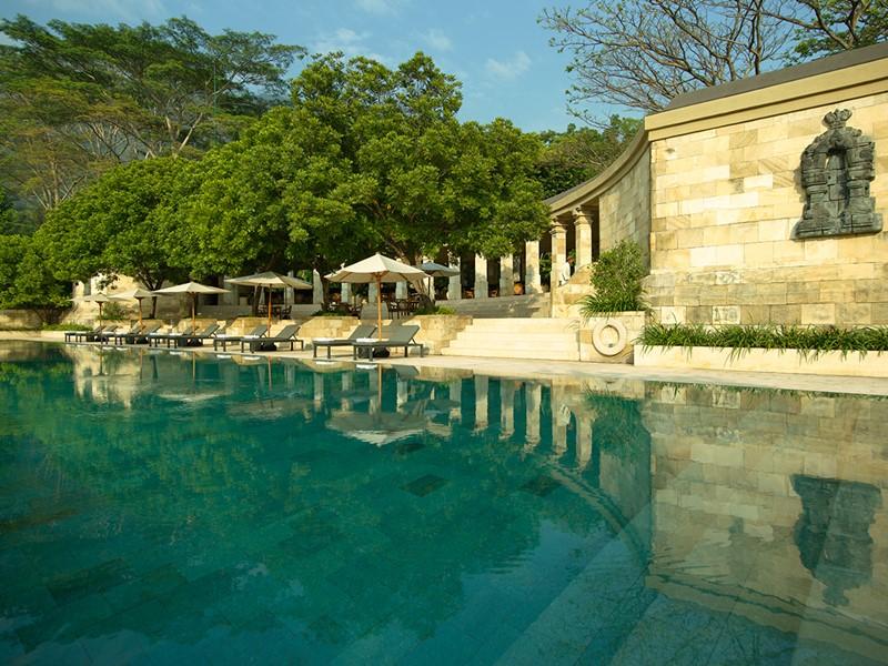 La piscine de l'hôtel Amanjiwo, à Java