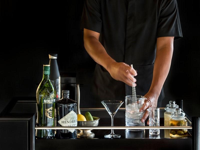 Sirotez des délicieuses boissons au bar de l'Amansara