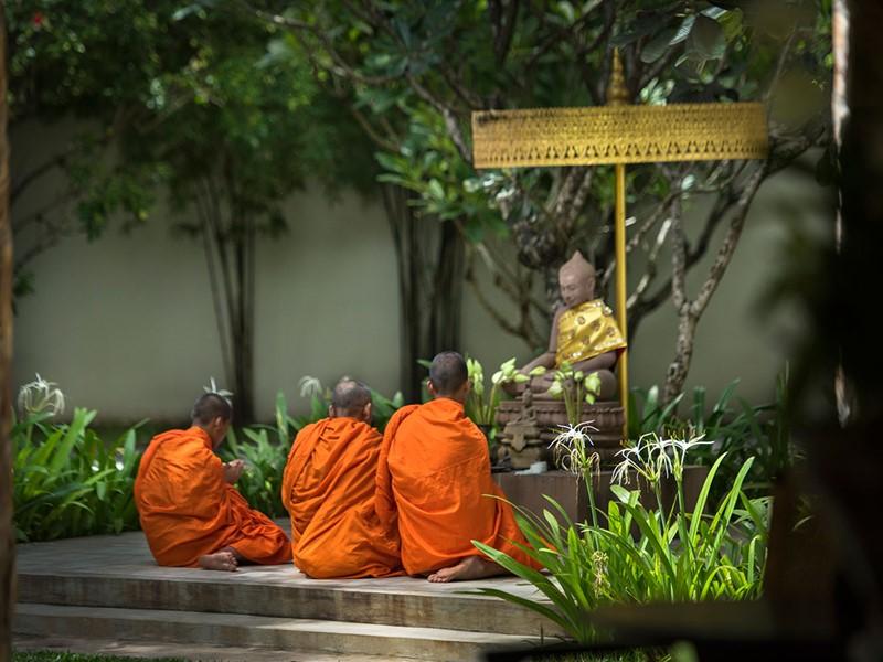 Allez à la rencontre des moines à l'hôtel Amansara