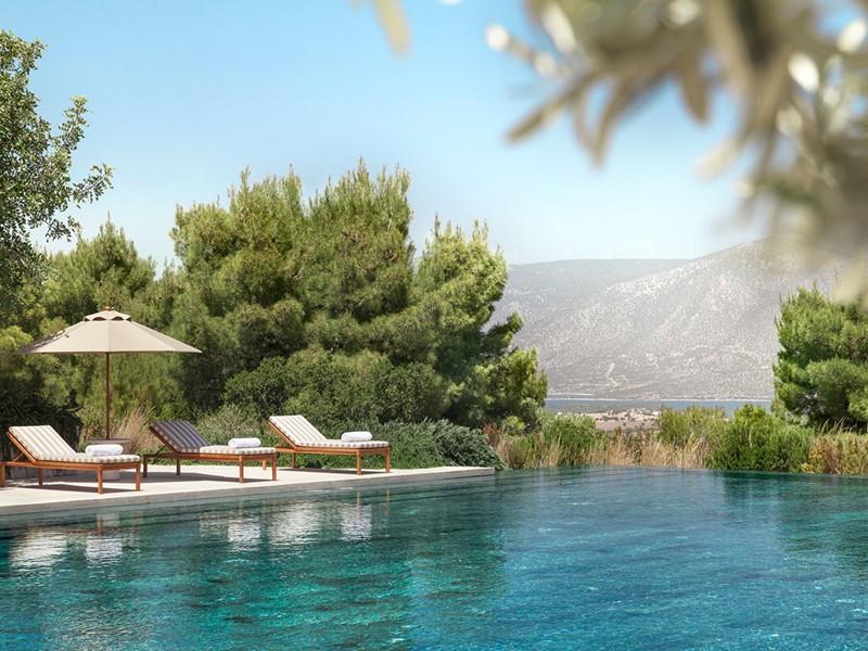 La superbe piscine de l'hôtel Amanzoé en Péloponnèse