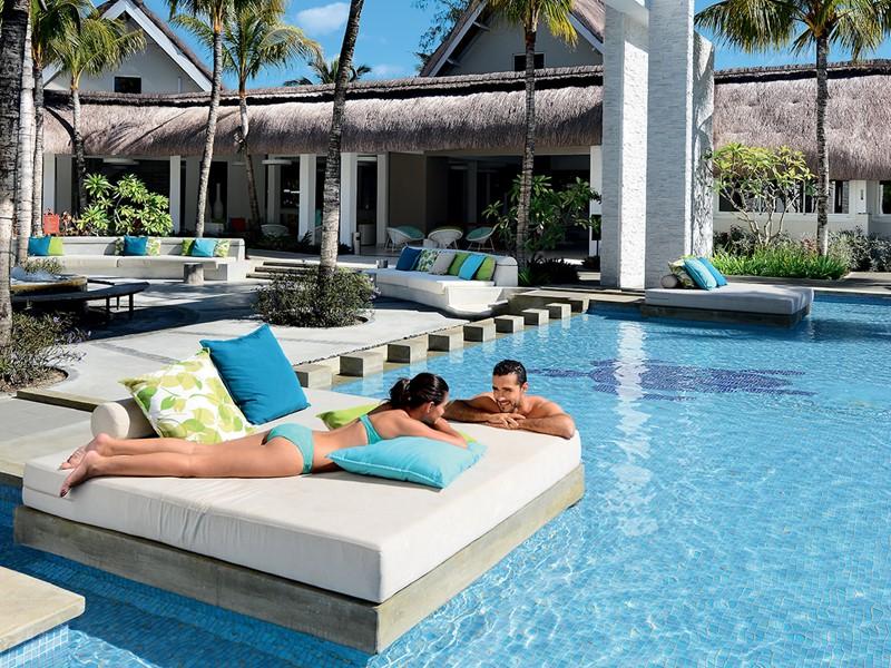 Détendez-vous au bord de la piscine