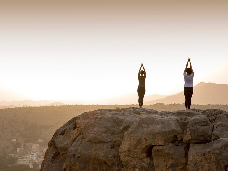Yoga dans un havre de paix luxueux à l'hôtel Anantara à Nizwa