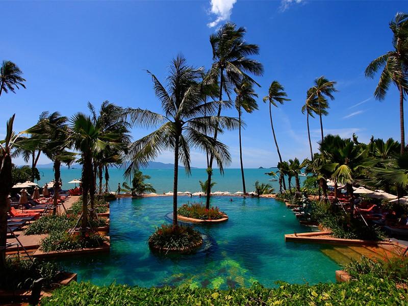La piscine de l'hôtel Anantara Bophut Koh Samui Resort situé en Thailande