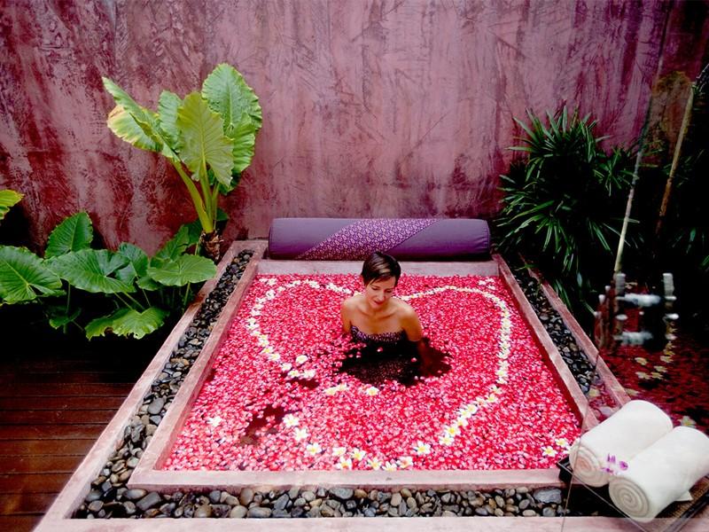 Bain de fleurs au spa de l'Anantara Bophut Resort en Thailande