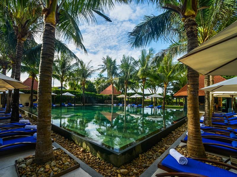 La superbe piscine de l'Anantara Hoi An au Vietnam