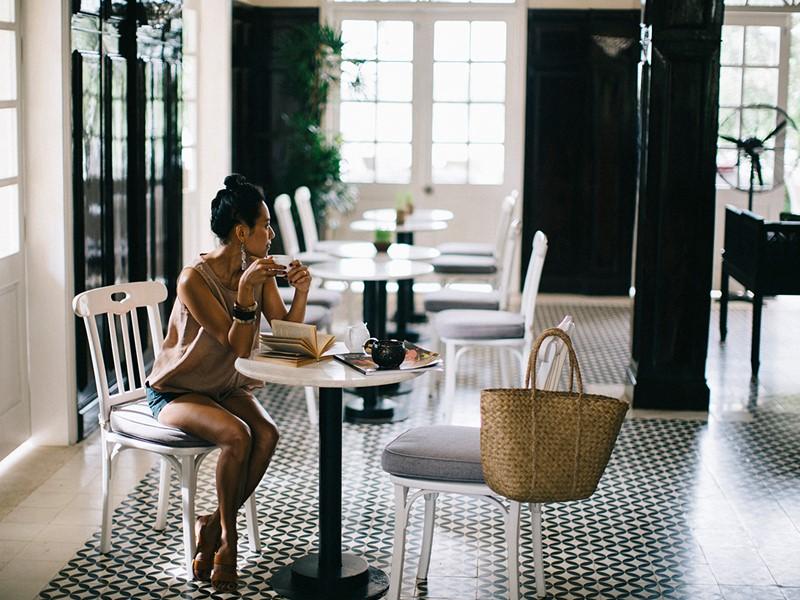 Sirotez un délicieux café à l'Anantara Hoi An Resort