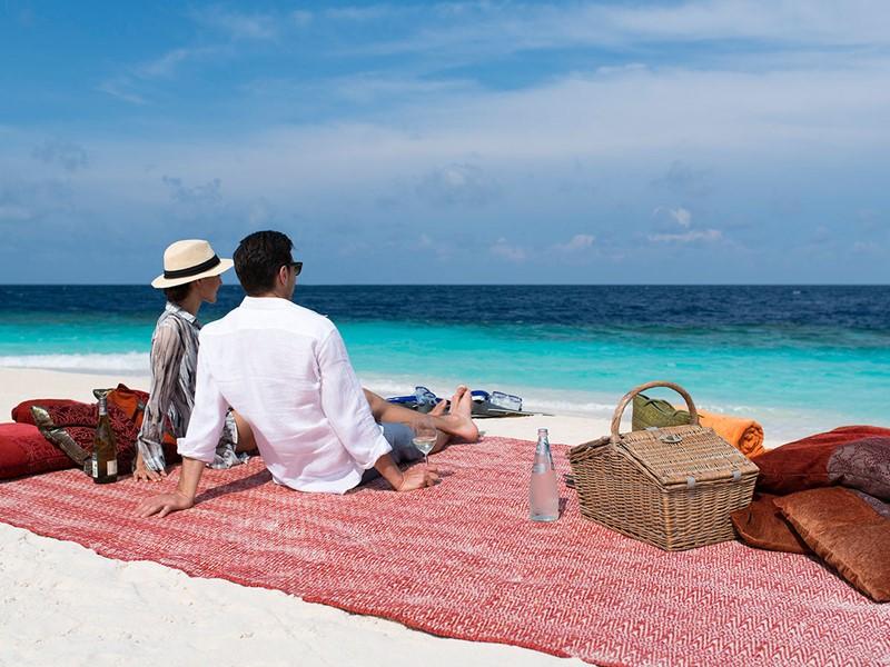 Pique-niquez en amoureux sur la plage