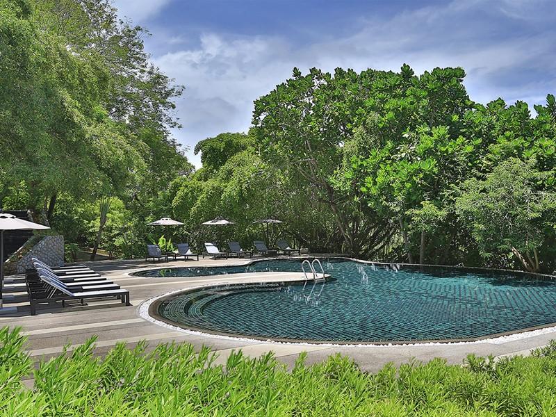 La piscine du spa de l'hôtel 5 étoiles Anantara Phuket Layan en Thailande