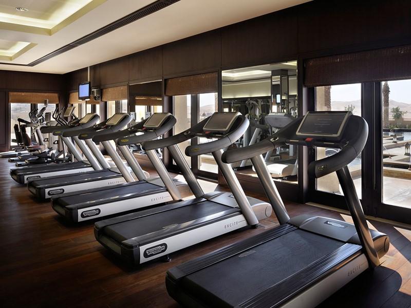 Gym de l'Anantara Qasr Al Sarab situé à Abu Dhabi