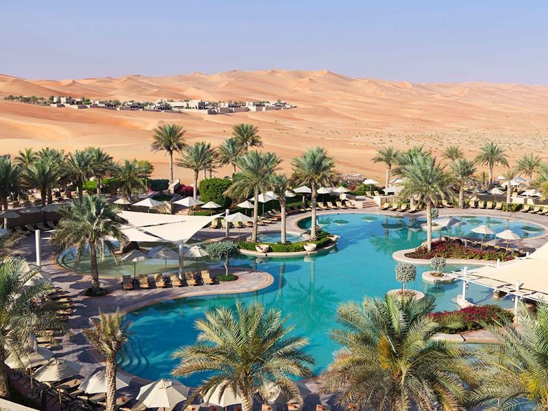 La piscine de l'Anantara Qasr Al Sarab à Abu Dhabi