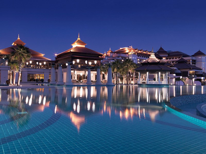 Autre vue de la piscine de l'hôtel Anantara à Dubai