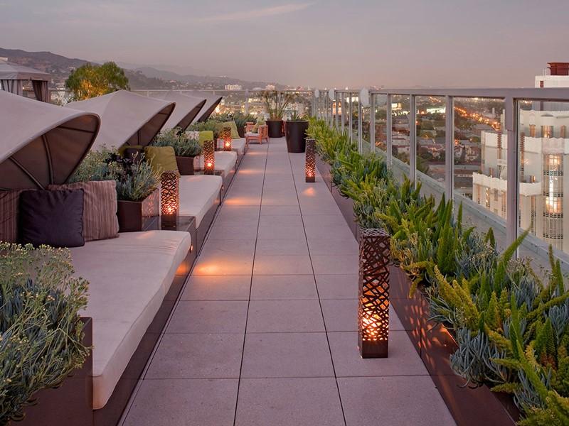 Proftez de vues splendides depuis le toit de l'Andaz West Hollywood.