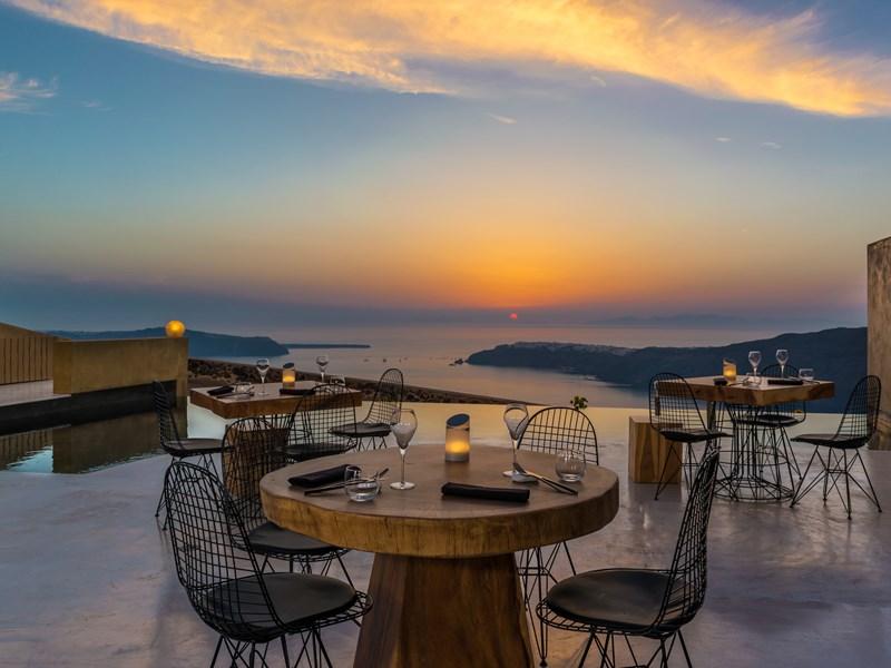 Le restaurant Throubi au coucher de soleil