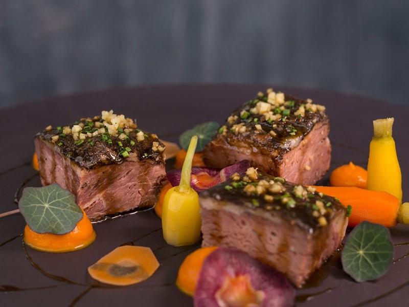Spécialités gastronomiques du restaurant Lycabettus de l'Andronis Luxury Suites