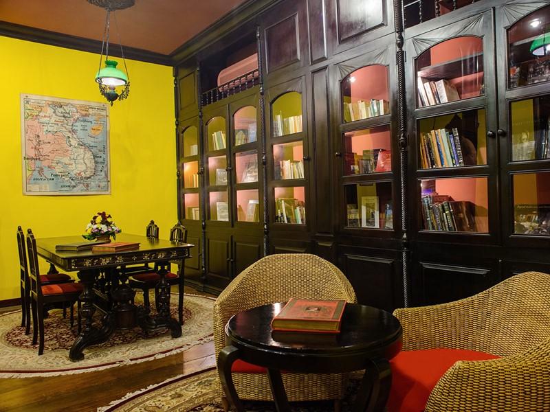 La bibliothèque de l'Angkor Village Hotel au Cambodge