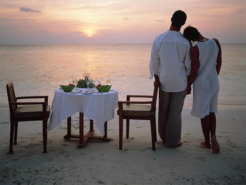 Profitez d'un dîner romantique sur la plage