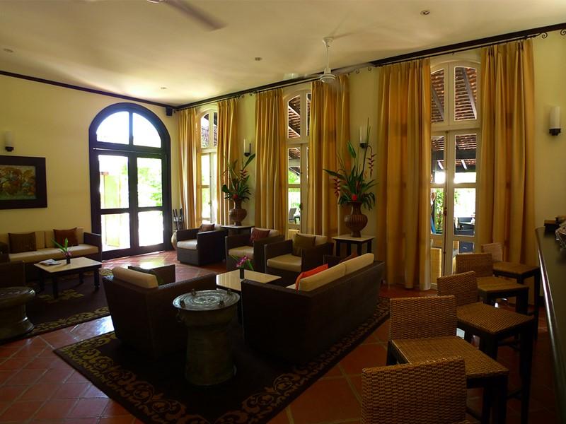 Le lobby bar de l'hôtel 4 étoiles Ansara au Laos