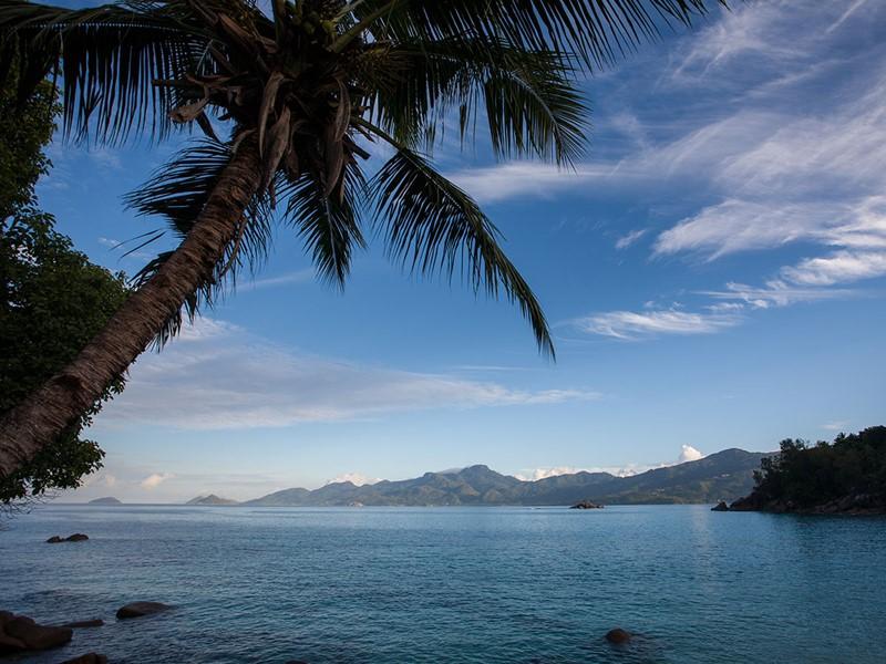 Vue du lagon depuis l'hôtel Anse Soleil Beachcomber