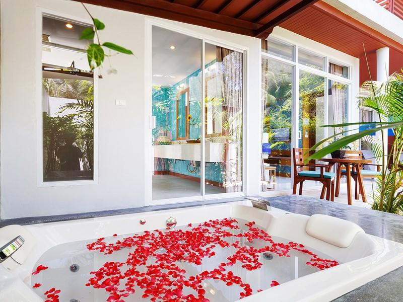 Le bain à remous de la Jacuzzi® Villa