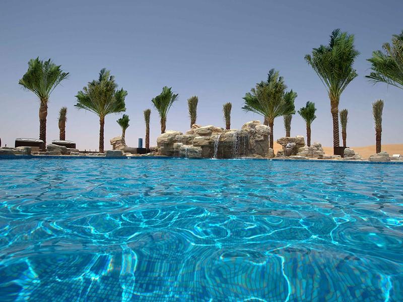 Vue de la piscine du Arabian Nights Village à Abu Dhabi