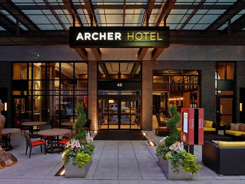 L'entrée de l'Archer Hotel