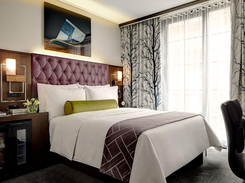 Classic Queen Guest Room
