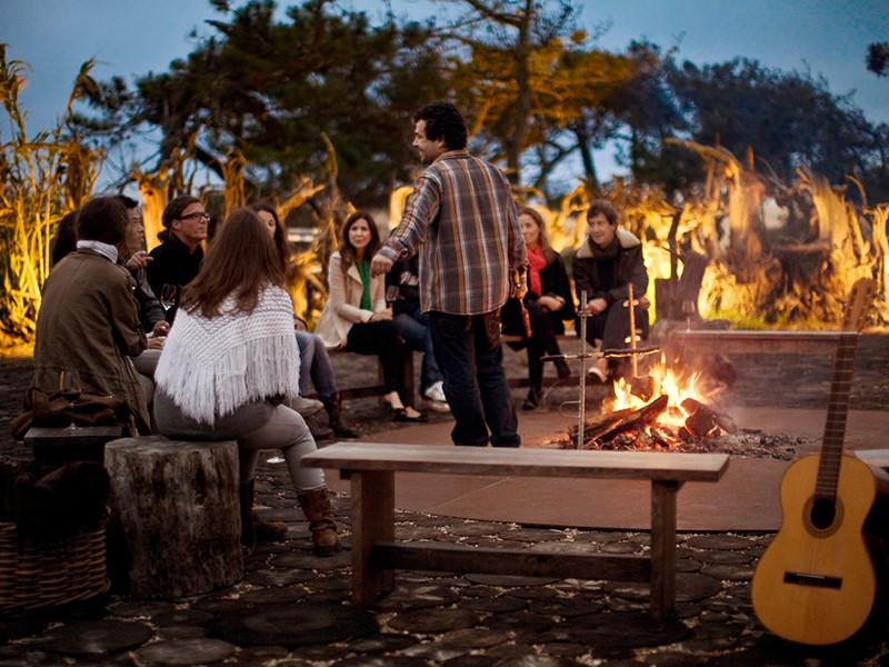 Détente autour d'un feu de joie à l'Areias do Seixo