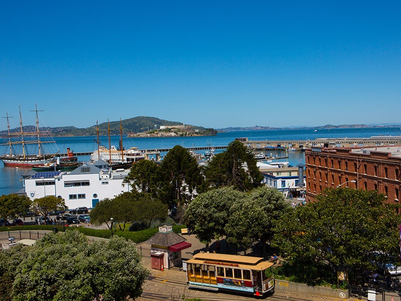 Vue exceptionnelle sur Alcatraz depuis l'hôtel Argonaut