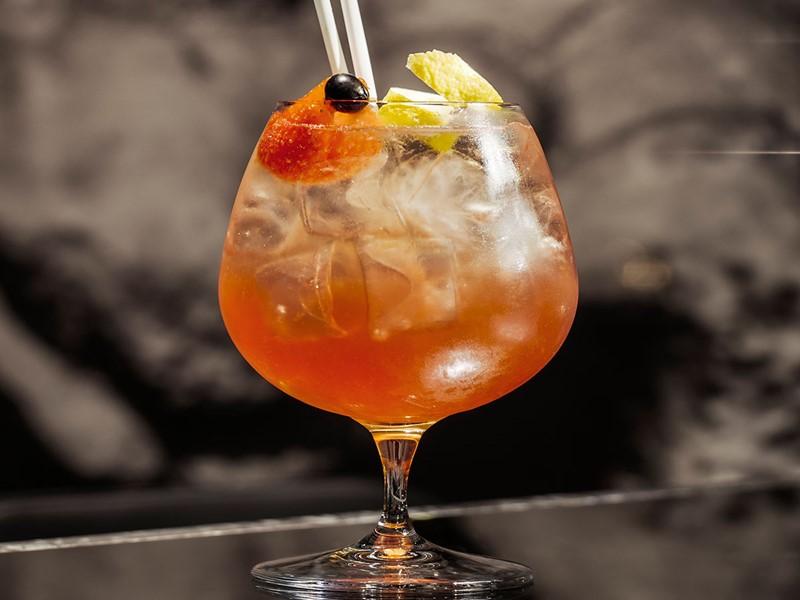 Sirotez un délicieux cocktail à l'hôtel Athens Was