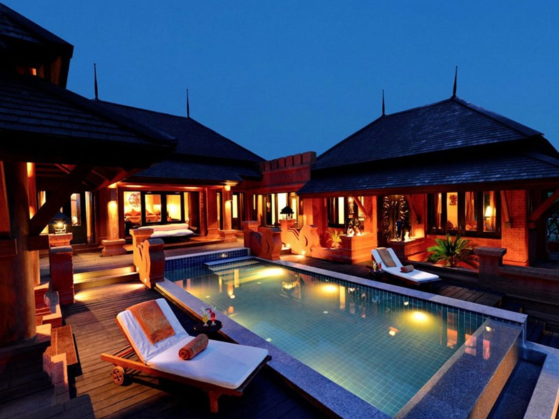 La terrasse avec piscine privée de la Island Villa