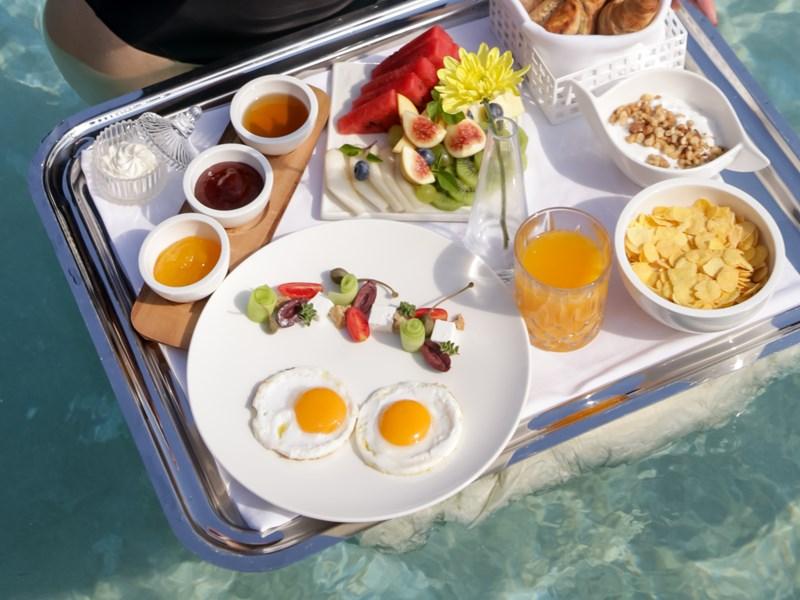 Prenez un petit déjeuner flottant