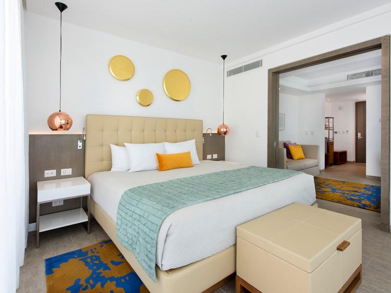 La Honeymoon Suite, Adults Section