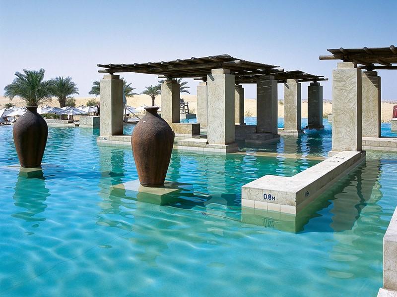 La piscine de l'hôtel Bab al Shams Desert Resort & Spa à Dubaï