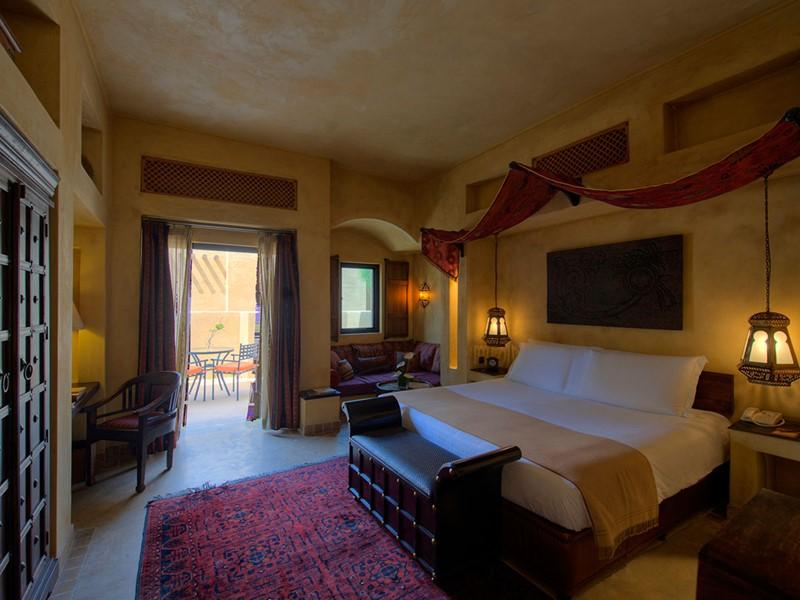 La chambre Supérieure de l'hôtel Bab Al Shams situé à Dubaï