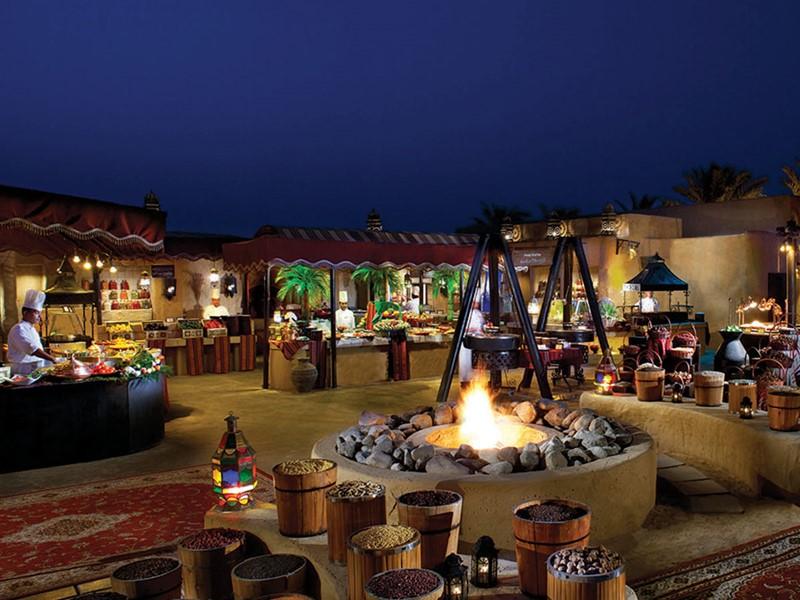 Le restaurant Al Hadheerah du Bab Al Shams Hotel à Dubaï
